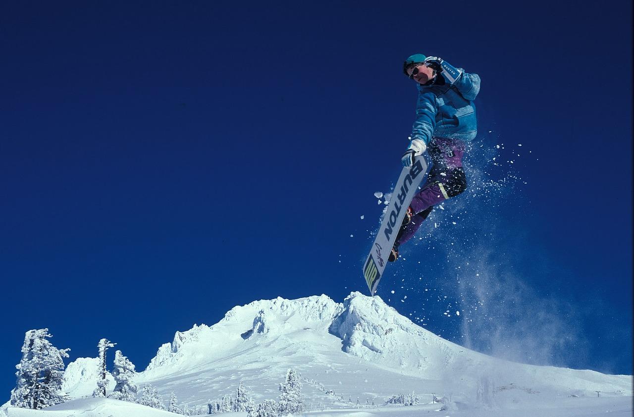 snowboarding-1734841_1280